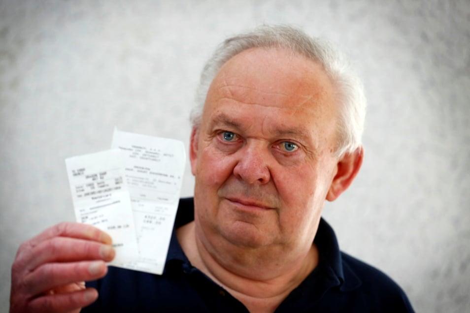 Günter Böhm aus Kamenz wunderte sich nach dem Einkauf in Tschechien über die Gebührenabrechnung auf seinen Kreditkartenbelegen. Die, sagt er, habe es früher nicht gegeben.