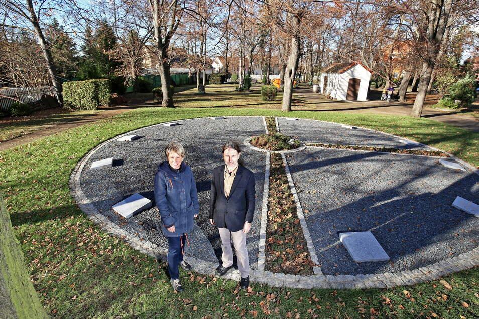 Das Grabrondell auf dem kirchlichen Friedhof Gröditz, das 2016 eingeweiht wurde, ist eine Urnengemeinschaftsanlage. Hier gibt es auch Grabplatten mit den Namen der Verstorbenen.