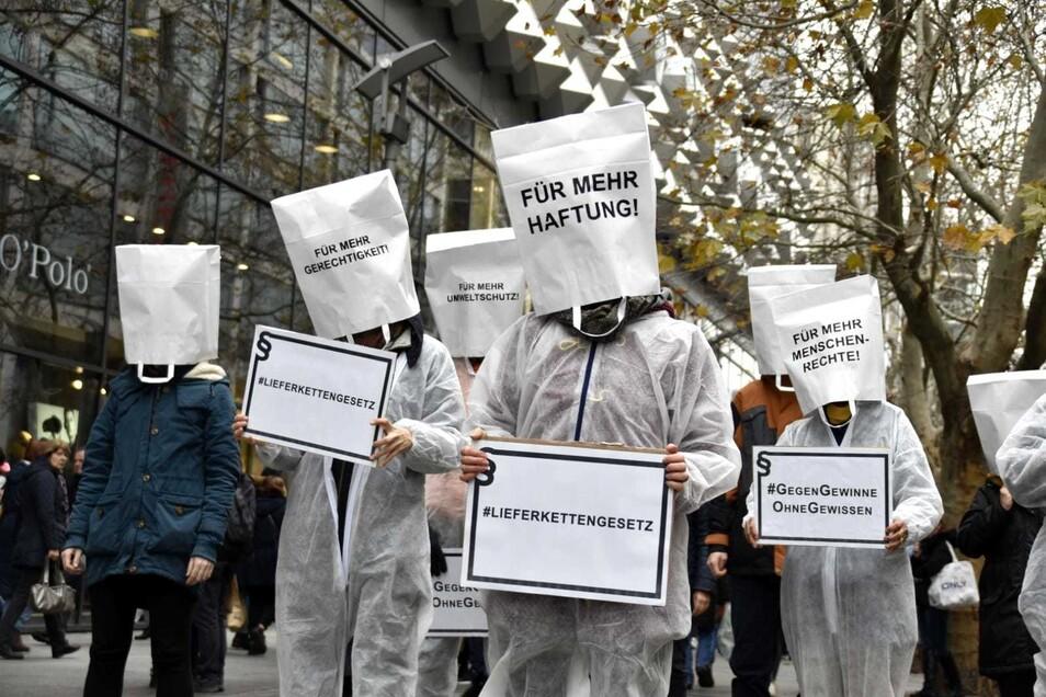 Die Aktivisten auf der Prager Straße.