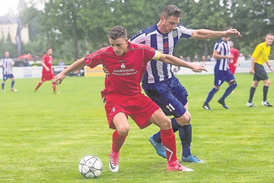Possendorfs Kapitän Rene Schmidt (vorn), hier in einem früheren Spiel, traf am letzten Spieltag. Für sein Team ist eine schwierige Saison zu Ende gegangen.