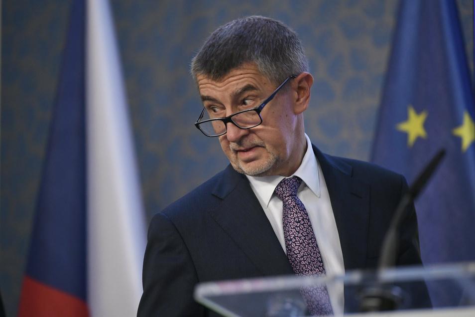 Tschechiens Premier Andrej Babis stellt sich im Herbst zur Wiederwahl. Den Umfragen nach könnten diese Wahlen zum Ende der Regierung Babiš führen. Das möchte der Ministerpräsident unter allen Umständen verhindern.