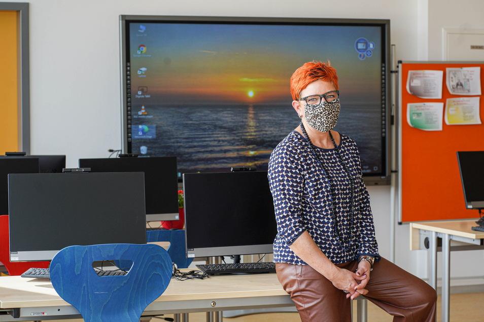 Schulleiterin Tina Koppatsch unterrichtet die Fächer Deutsch und Gemeinschaftskunde inzwischen am liebsten im neugestalteten Dachgeschoss der Freien Oberschule in Großdubrau.