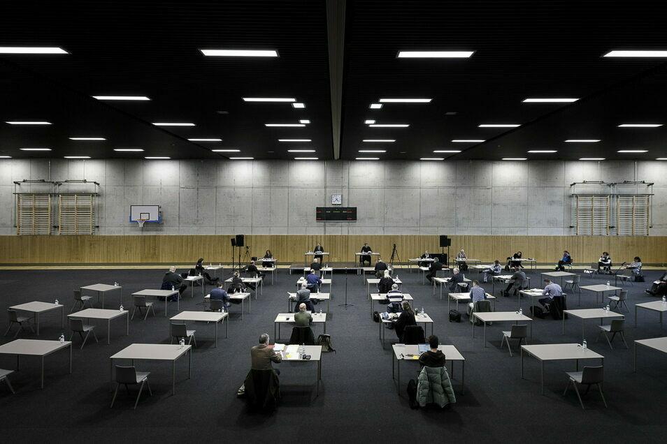 Görlitzer Stadtrat in Zeiten von Corona: Die Sitzungen finden seit Monaten in der Emil von Schenckendorff-Turnhalle statt.