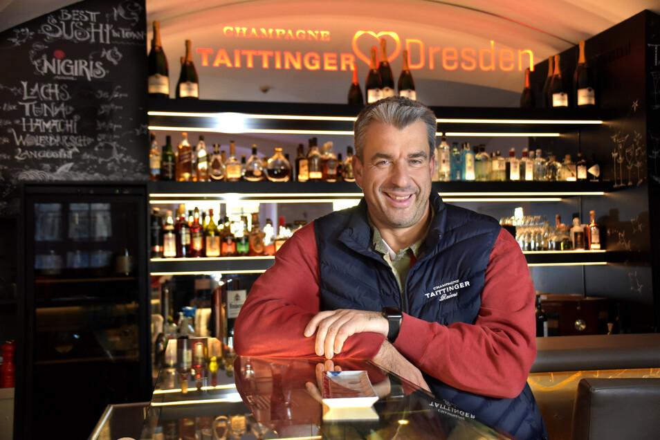 Koch Gerd Kastenmeier bietet in seiner Sushi-Bar im Taschenbergpalais alles von Maki bis Nigiri-Röllchen an.