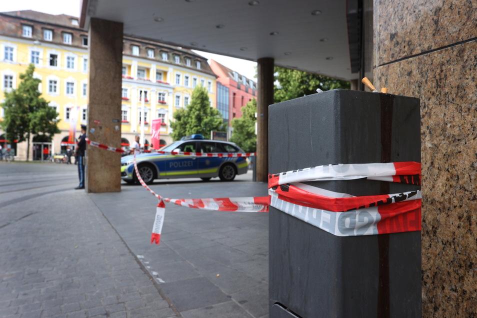 Polizisten in der Innenstadt von Würzburg: Die Ermittlungen laufen.