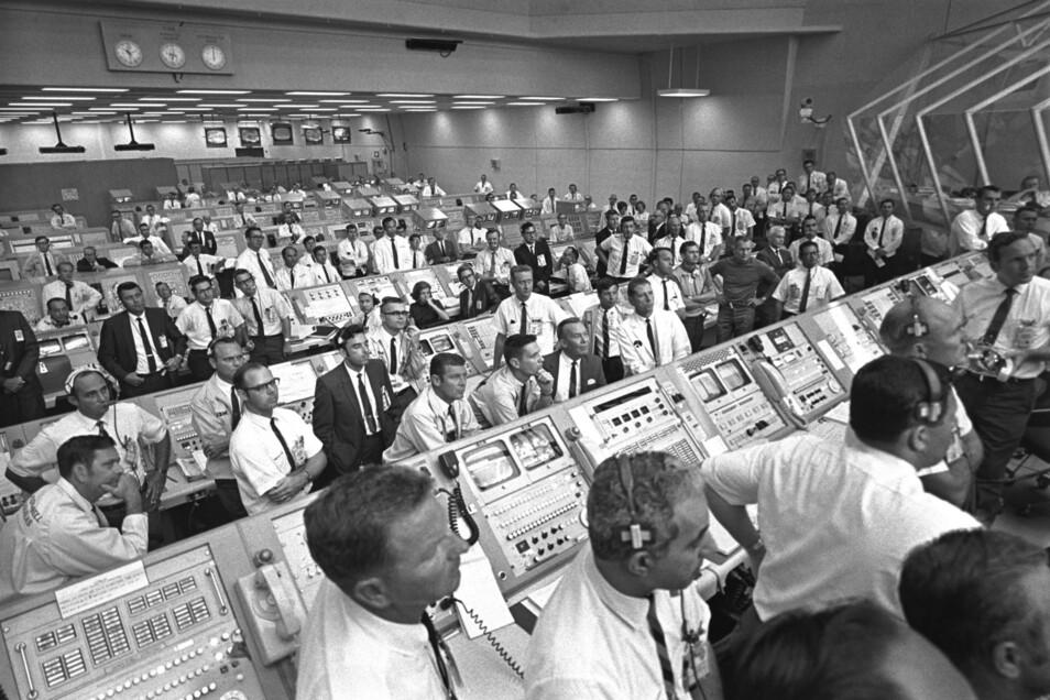 Startkontrolleure im Kontrollzentrum der US-Raumfahrtbehörde Nasa in Florida während der Apollo 11-Mission.