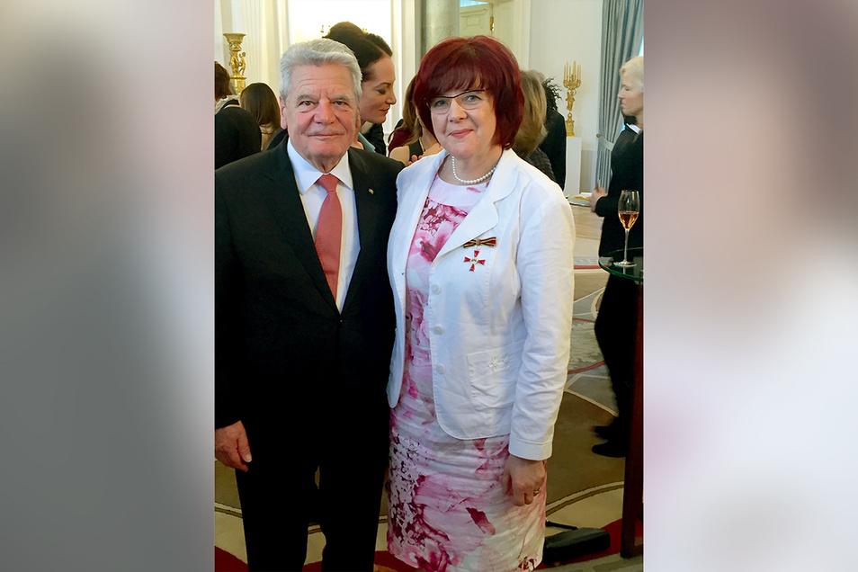 Für die soziale Betreuung von Flüchtlingen wurde Gerlinde Franke im März 2016 vom damaligen Bundespräsidenten Joachim Gauck mit dem Bundesverdienstkreuz ausgezeichnet.