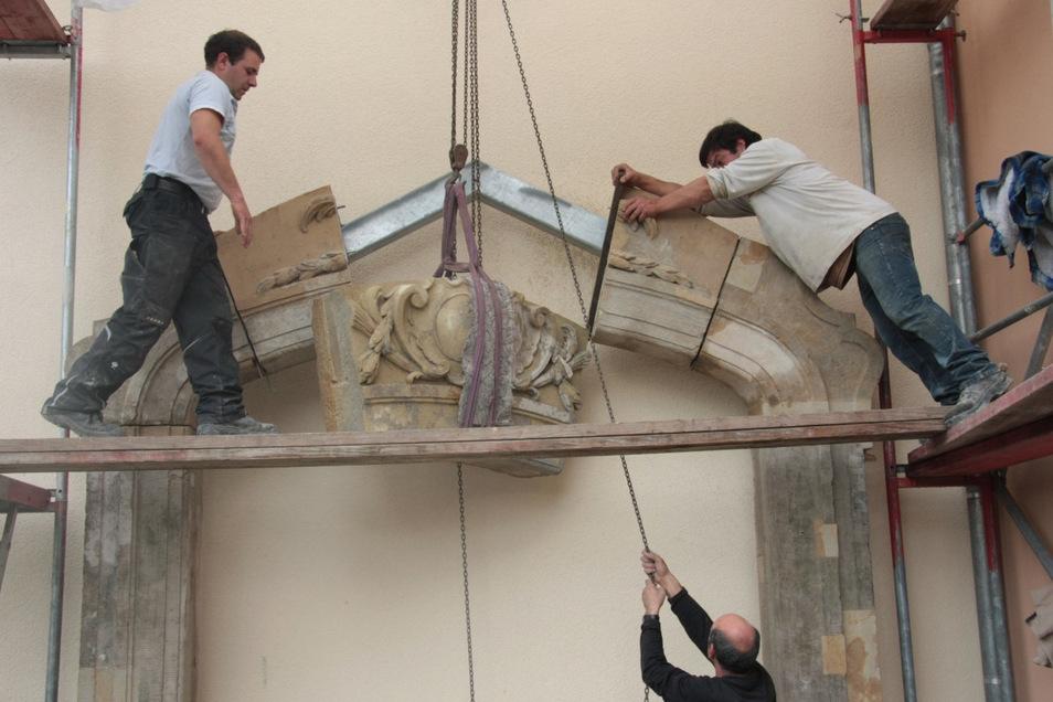 Die Rettung des Barocken Tores eines Pulsnitzer Tuchhandels war für den Pulsnitzer Heimatverein eine Herausforderung. Das Tor ist jetzt ein Blickfang im Stadtzentrum.