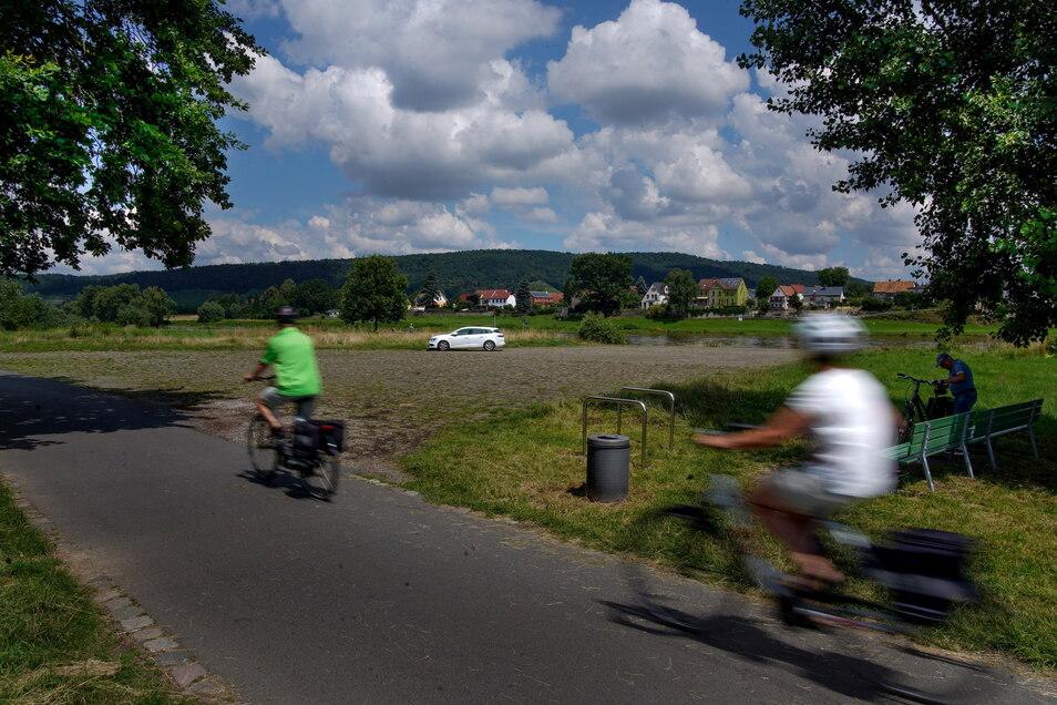 Dieser Parkplatz am Elberadweg in Zschieren wird gern von Wohnmobiltouristen zum Übernachten genutzt. Erlaubt ist das allerdings nicht.