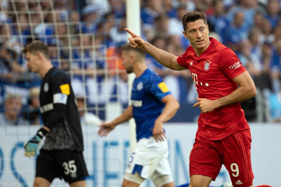 Bayerns Robert Lewandowski bejubelt sein erstes Tor.