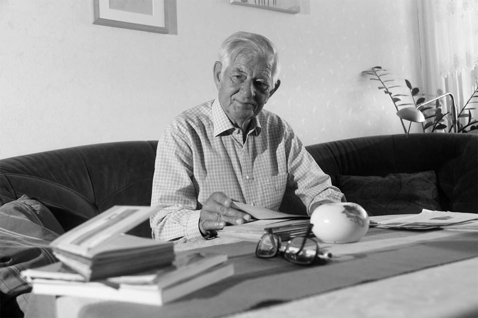 Im April 2020, vor einem Jahr, hatte der bekannte Nünchritzer Gerhard Proske noch den SZ-Fotografen bei sich empfangen. Nun ist der Wanderfreund und Autor gestorben.