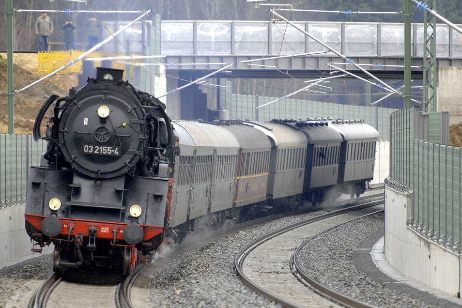 Ein Dampfzug soll auch das Streckenjubiläum 150 Jahre Eisenbahn Großenhain-Cottbus 2022 begleiten.