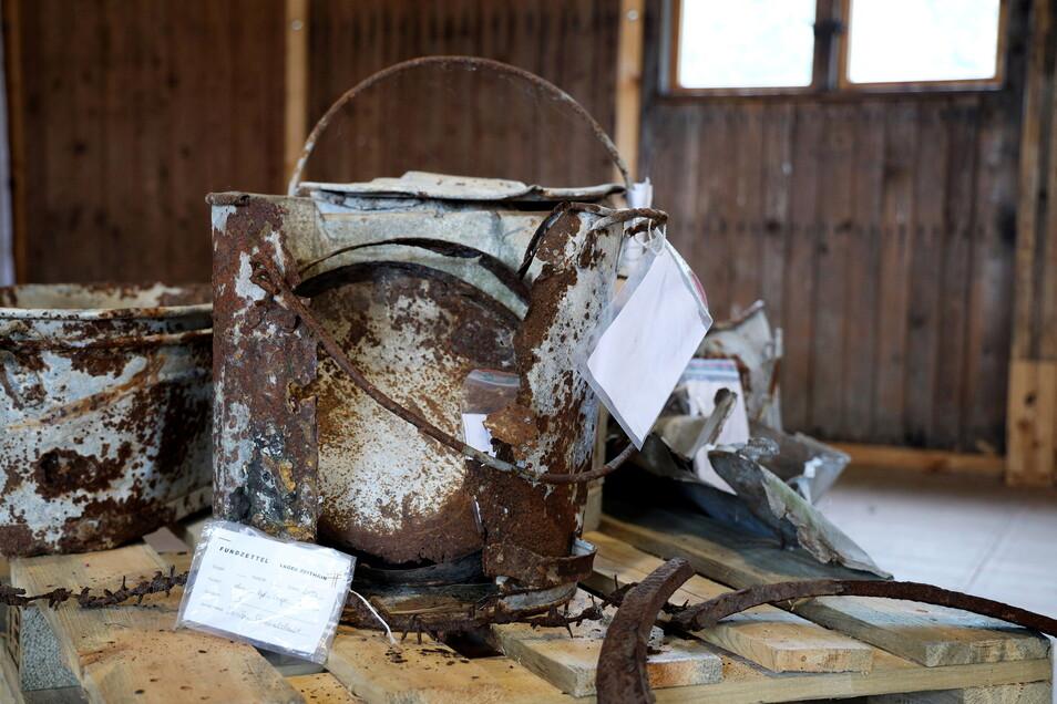 Fundstücke aus dem Gefangenenlager: Eine Sonderausstellung im Ehrenhain widmet sich den Funden - und das länger als geplant.