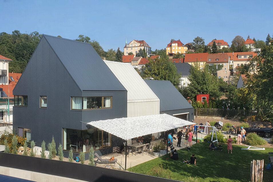 """Dieses Privathaus am Felsenkeller in Pirna diente am Montag und Dienstag als Kulisse für die neuen Folgen der ARD-Reihe """"Der Ranger - Paradies Heimat""""."""
