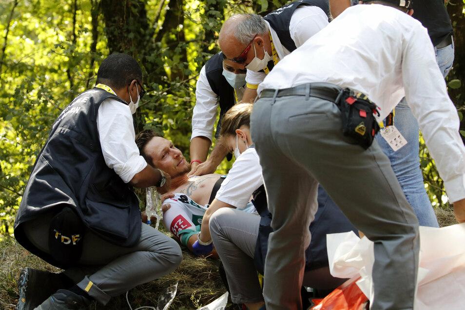 Kurz nach dem Start wurde Sagans Teamkollege Lukas Pöstlberger von einer Biene in den Mund gestochen - und musste das Rennen aufgeben.