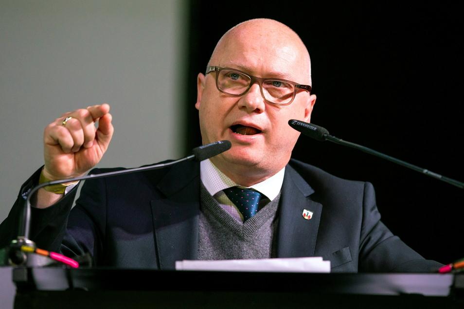 Oliver Kirchner, Fraktionsversitzender der AfD im Landtag von Sachsen-Anhalt, spricht bei einem Sonderparteitag der AfD Niedersachsen.
