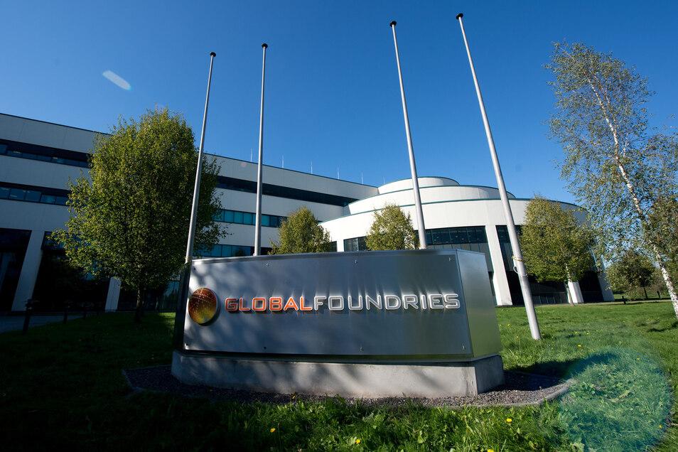 Der Eingang zu Dresdens größter Fabrik, Globalfoundries in der Nähe des Flughafens: Die 3.400 Beschäftigten sind wegen der hohen Nachfrage nach Mikrochips ausgelastet.