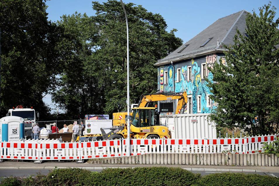 Schon im Sommer wurde am Offenen Jugendhaus gebaut.