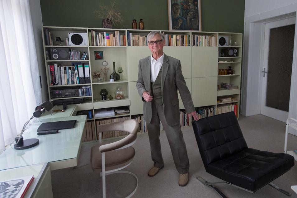 In Horns Wohnung in Leipzig stehen immer noch die Möbel, die er selbst in den 50er Jahren entworfen hat.