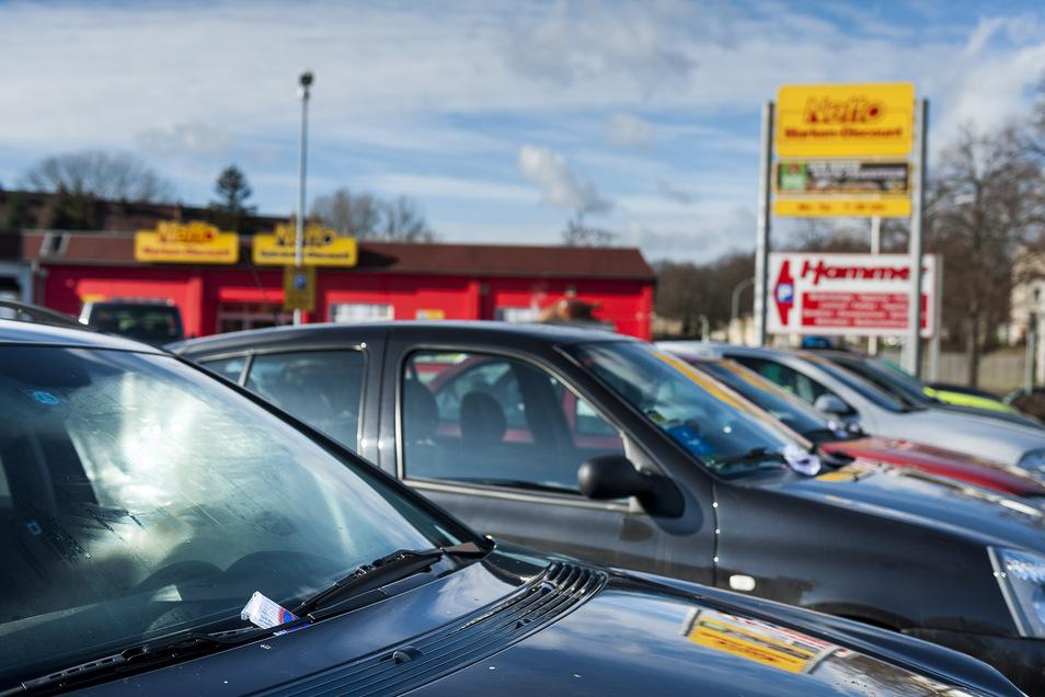 Strafzettel – wie hier auf dem Supermarkt-Parkplatz bei Bombardier – gab es in diesem Jahr deutlich weniger in Görlitz. Doch das soll nicht so bleiben – es sind drei neue Stellen für das Ordnungsamt geplant.