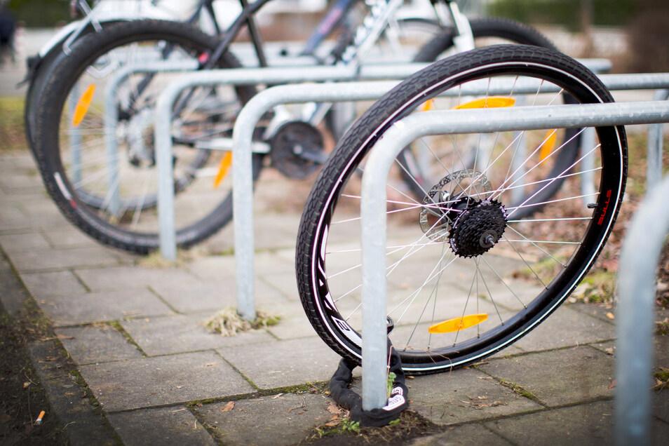 Sein Rad sollte man insbesondere in Leipzig gut anschließen. Vergangenes Jahr wurden den Behörden hier fast 1.000 Fahrraddiebstähle gemeldet.