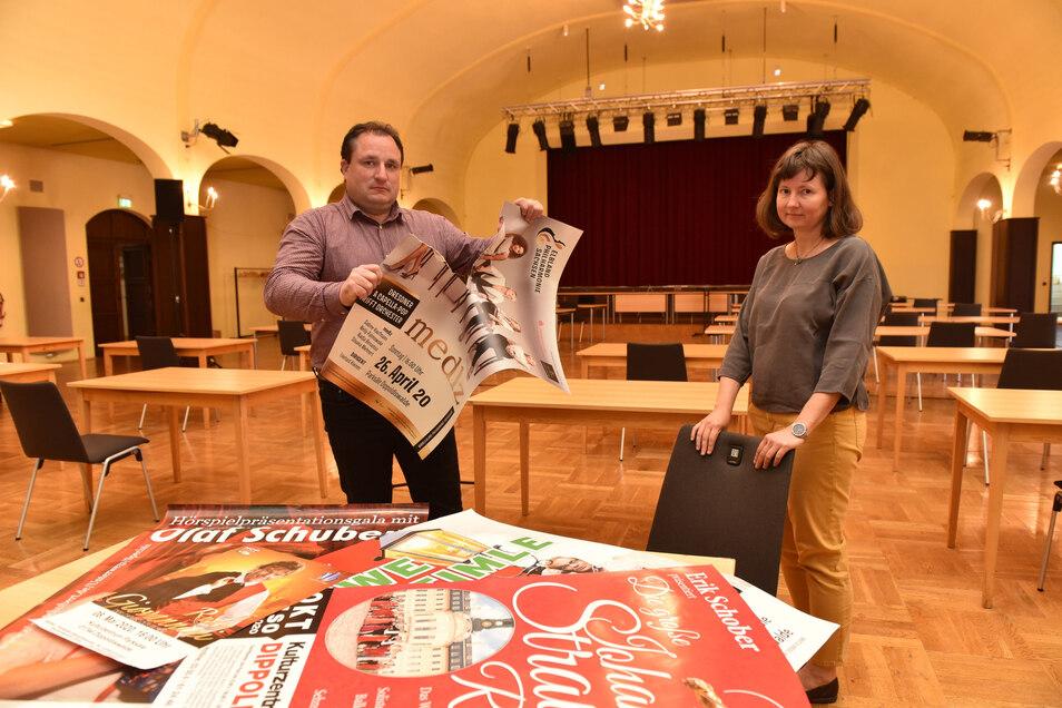 Der Vorhang bleibt geschlossen und das Plakat für das Konzert am Sonntag braucht auch niemand mehr. Silvio Reichel und Angela Meisegeier, die Leiter des Kulturzentrums Parksäle, arbeiten im Krisenmodus.