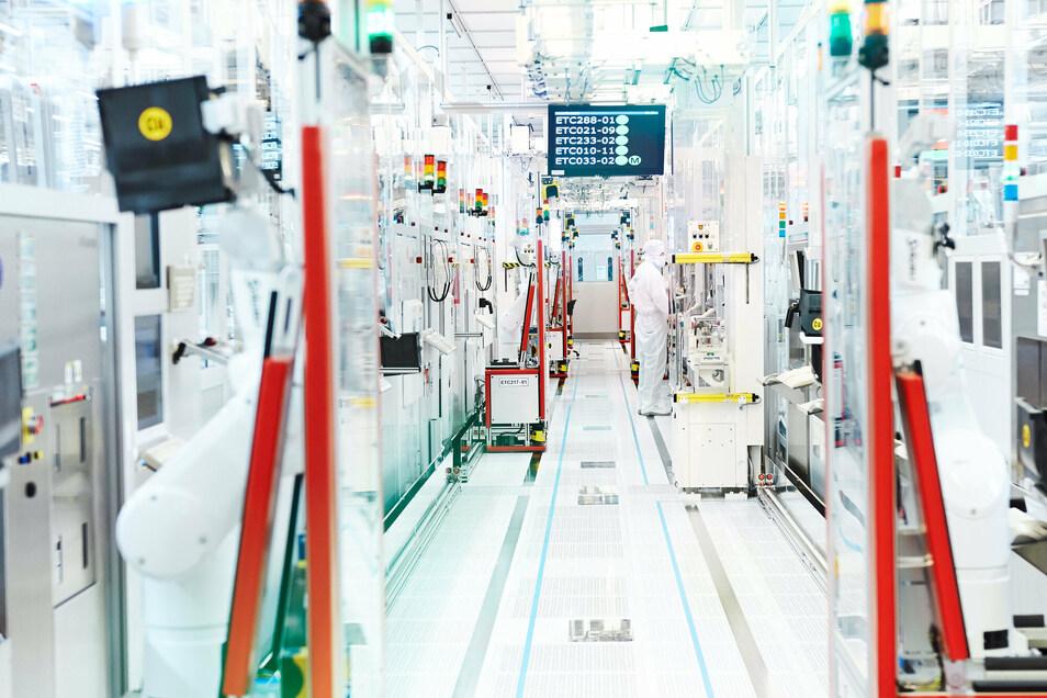 Vorreiter für die Industrie 4.0 – Infineon Technologies im Norden von Dresden. Hier wird im Reinraum gearbeitet.
