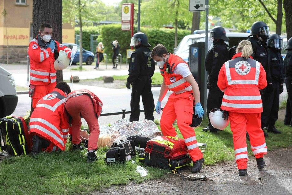 Am Stadion wurden mehrere Sammelstellen für Verletzte von der Feuerwehr eingerichtet.