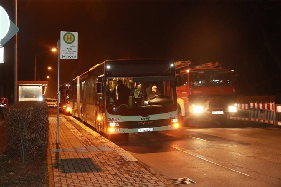 Die von der Stadt eingerichteten Shuttlebusse brachten die Bürger in Notunterkünfte.
