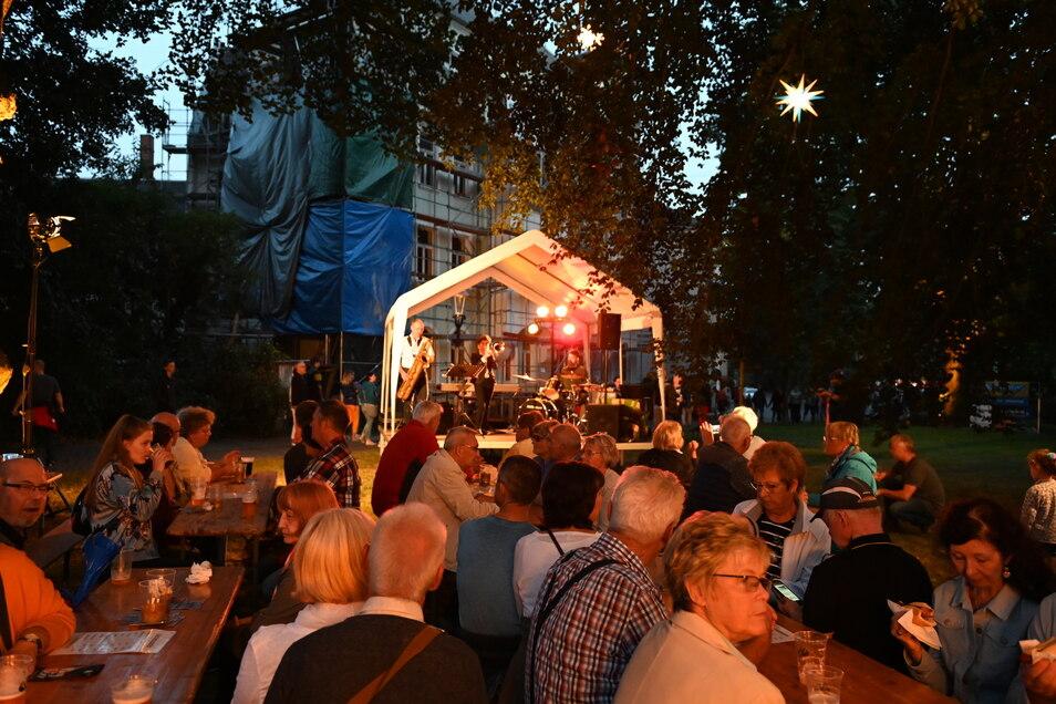 An der Inneren Oybiner Straße lauschten viele Besucher den Klängen des Duo Savato.