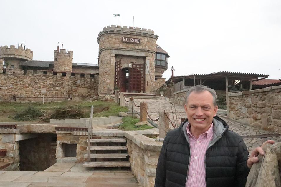 Zahnarzt Dr. André Jakubetz ist für exklusive Bauprojekte bekannt. Die Burg Mortka und die Pyramide am Dreiweiberner See sind solche.