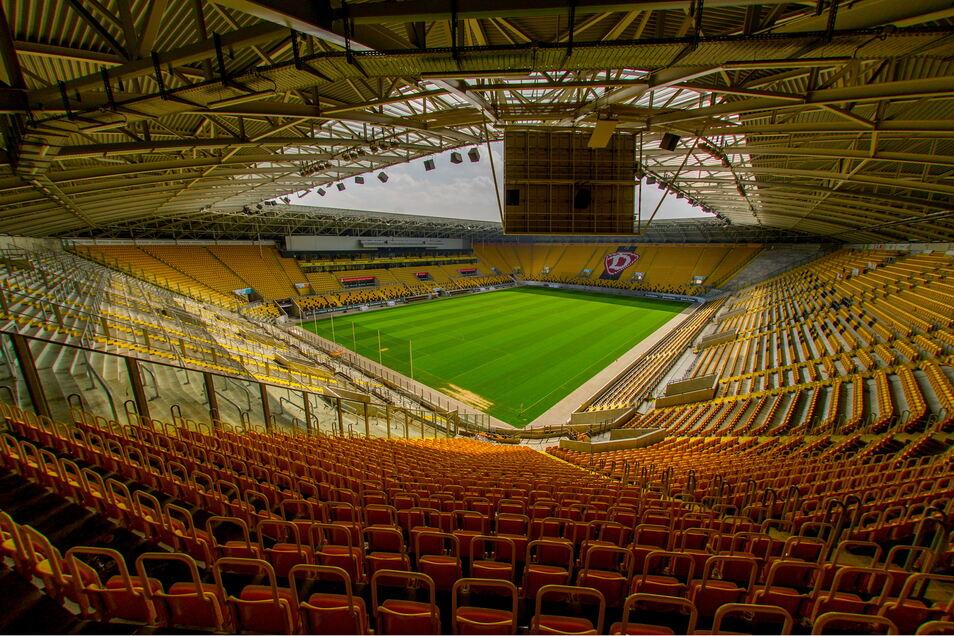 Gähnende Leere statt volle Ränge: Das Rudolf-Harbig-Stadion war vor mehr als einem Jahr zum letzten Mal mit mehr als 30.000 Zuschauern ausverkauft - bei Dynamos Sieg im Sachsenderby gegen Aue.
