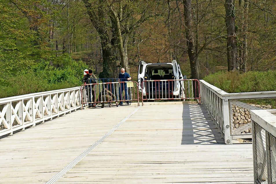 Nicht nur an der Doppelbrücke ist seit Corona der Zugang zum Parkteil in Polen durch bewaffnetes Militär versperrt.