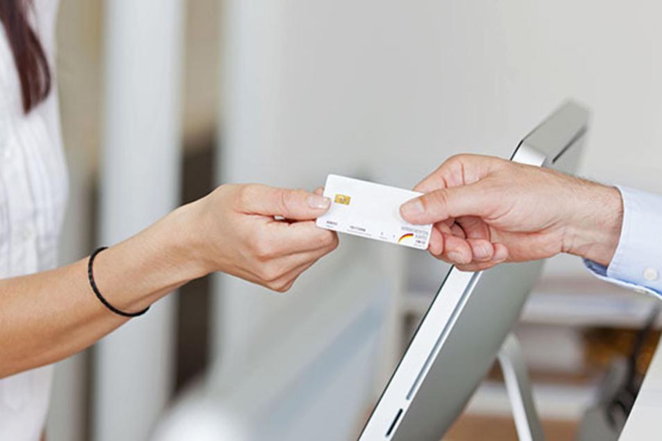 Die neueste elektronische Gesundheitskarte bietet Versicherten viele Vorteile.