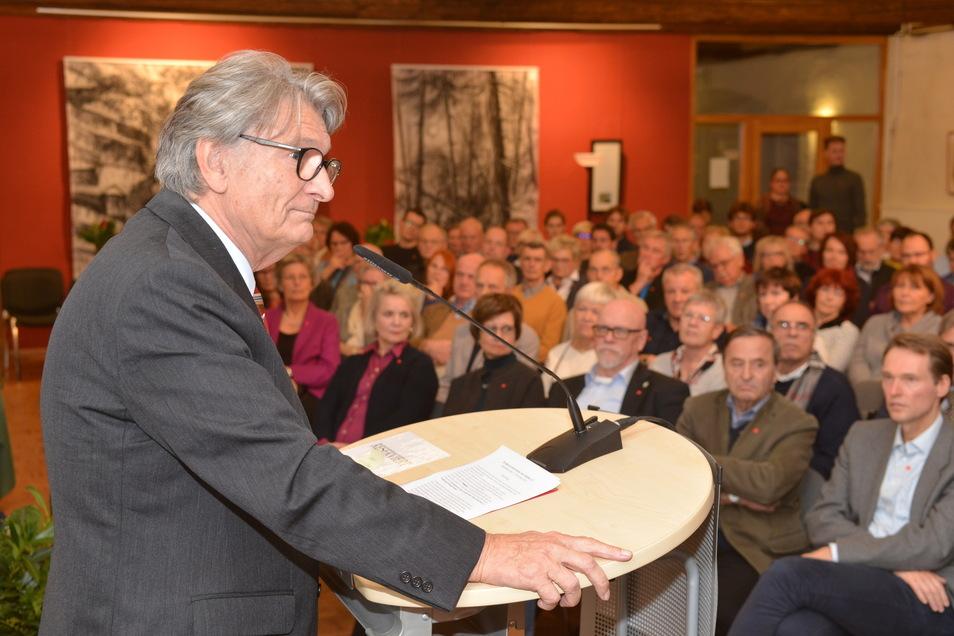 Nach einer monatelangen Pause lädt Axel Schmidt-Gödelitz wieder zu einem Ost.-West-Forum ein.