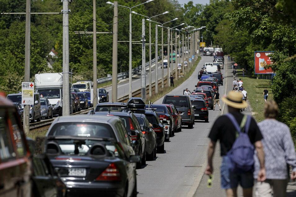 Als die deutsch-polnische Grenze geschlossen war und sich ein riesiger Stau bildete, versorgten Viele die Menschen in den Fahrzeugen mit Essen und Trinken.
