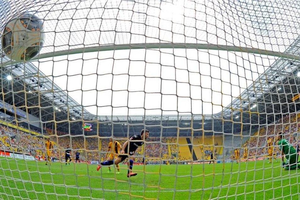 Der Schütze bei allen drei Treffern: Edmond Kapllani.
