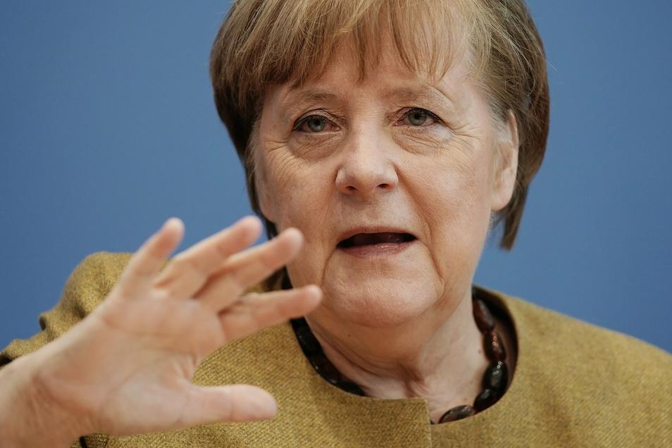 Bundeskanzlerin Angela Merkel (CDU) spricht bei einer Pressekonferenz zur aktuellen Lage im Haus der Bundespressekonferenz.