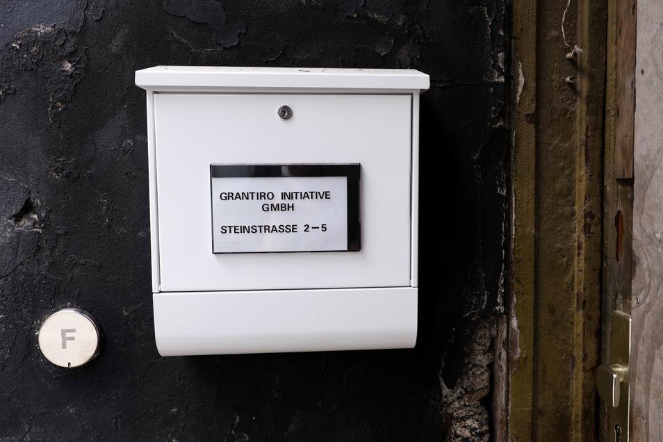 Der Briefkasten der Grantiro Initiative GmbH auf der Steinstraße in Görlitz.