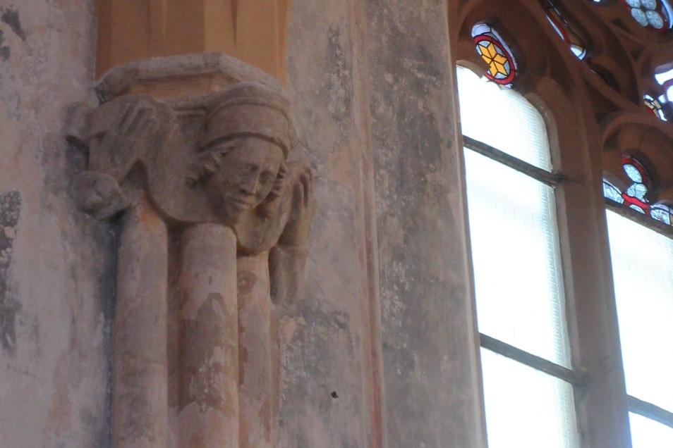 Innenleben, wie einige Köpfe an Säulen, geben Rätsel auf.