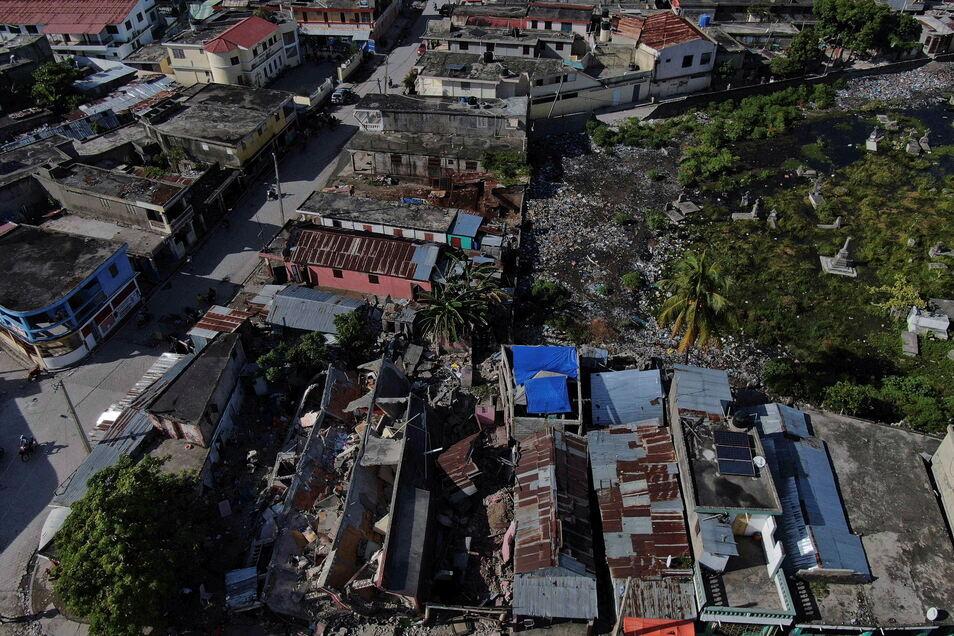 Ein Blick auf eingestürzte Gebäude in Les Cayes.