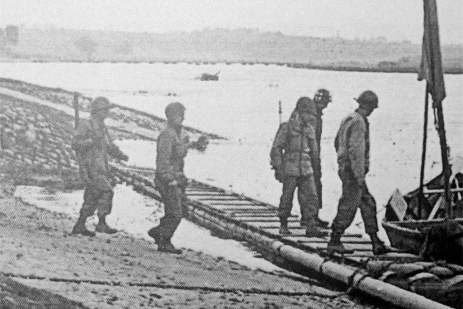 Anlass ist die Erstbegegnung alliierter Truppen 1945 kurz vor Kriegsende an genau dieser Stelle.