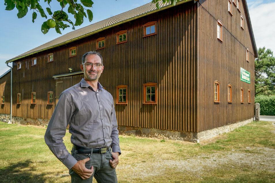 Rund 25.000 Euro hat Rammenau in Erneuerungsarbeiten an der Heimatscheine investiert. Bürgermeister Andreas Langhammer ist mit dem Ergebnis zufrieden.