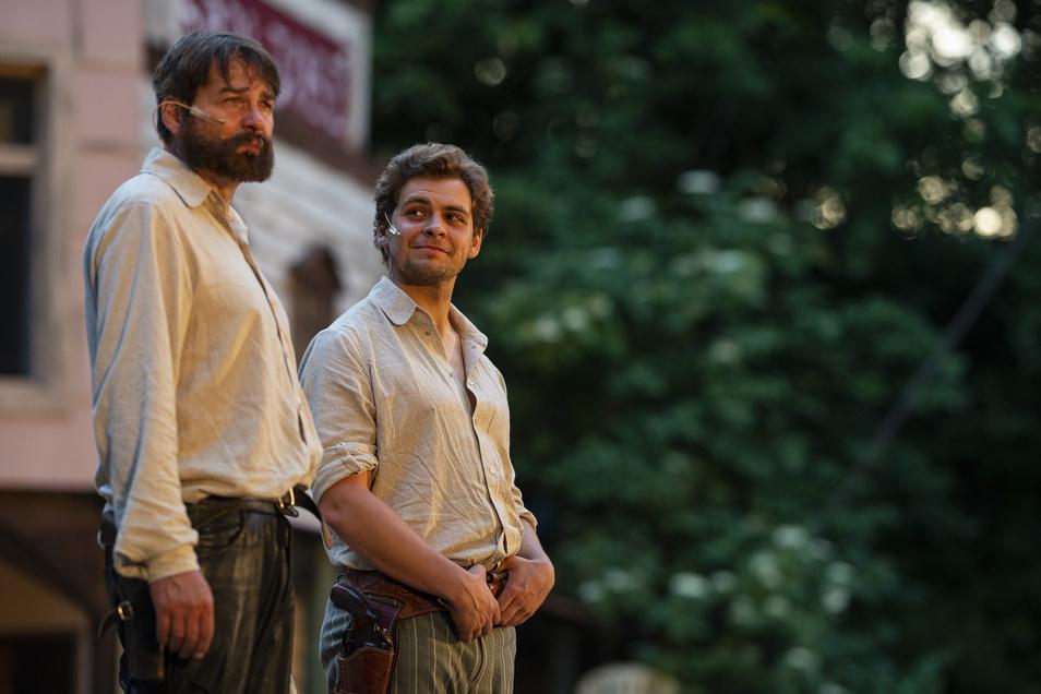 """Andreas Hüttner (links) und Florian Graf spielen die Hauptrollen in """"Vier Fäuste für ein Halleluja"""" und treten damit in die Fußstapfen von Bud Spencer und Terence Hill."""