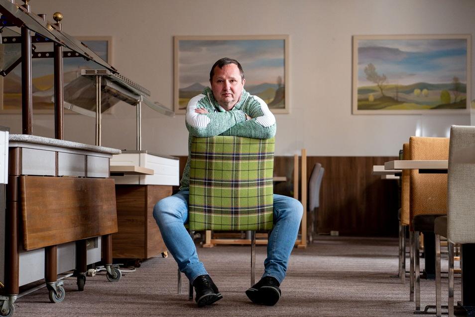 Olaf Thimmig, Direktor von drei Hotels, könnte kaum frustrierter sein.
