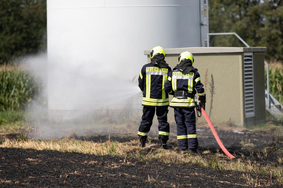 Auf einem Feld bei Crostwitz brannte es am Donnerstag.