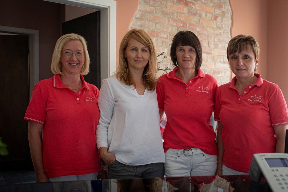 Auch das Team von Olga Botschek (2.v.l.) freut sich über die neue Praxis: Friederike Ferner, Christina Sahre und Heike Mittag (v.l).