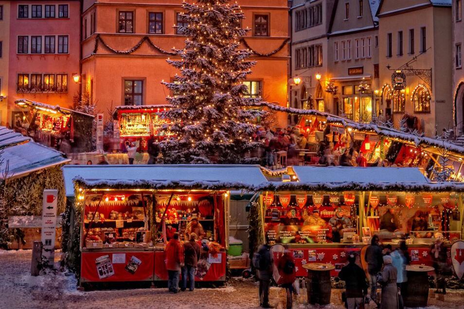 Auf dem Reiterlesmarkt in Rothenburg ob der Tauber kommt Weihnachtsstimmung auf.