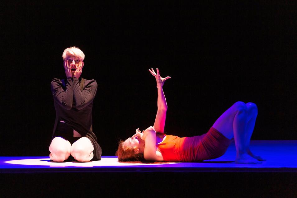 Kassandra-Rufe mal anders: Katja Erfurth (r.) tanzt sie , gesungen und gespielt werden sie unter anderem von Julia Böhme an diesem Wochenende in Hellerau.