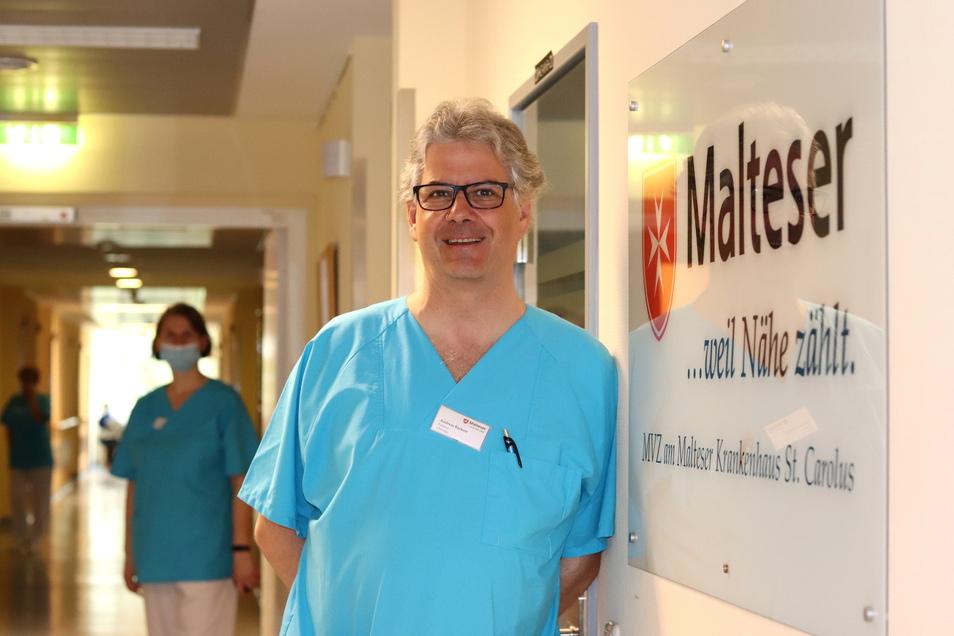 Gewinnt immer mehr an Bedeutung: die Verzahnung von ambulanter und stationärer Behandlung. Unfallchirurg Andreas Backert arbeitet im Carolus einerseits im Medizinischen Versorgungszentrum, andererseits aber auch im Krankenhaus.